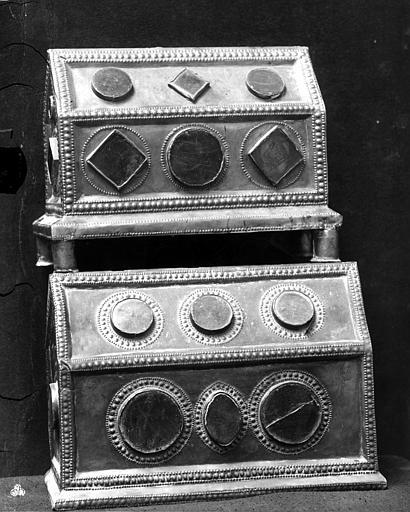 Deux châsses à médaillons en cuivre émaillé et cabochons