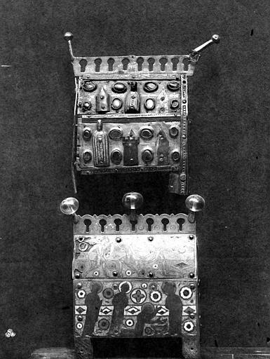 Deux châsses, en cuivre émaillé et à personnages d'appliques,  Limoges