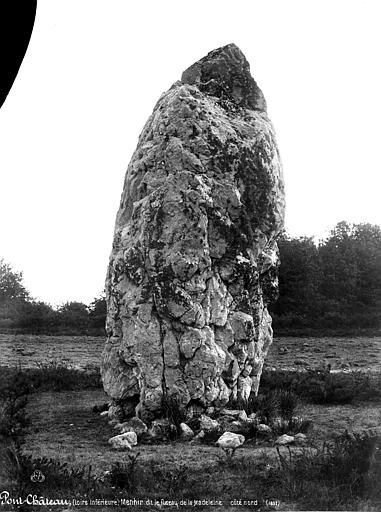 Menhir dit Le Fuseau de la Madeleine
