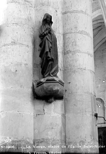 La Vierge, statue pierre