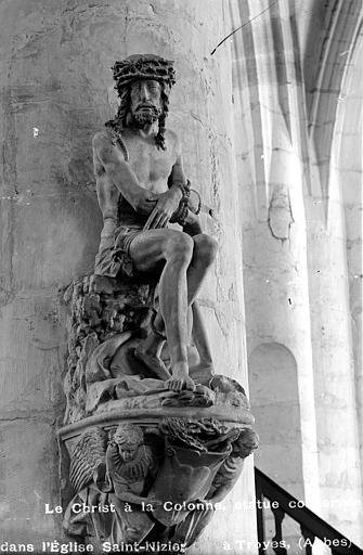 Le Christ, statue en pierre