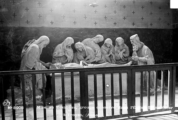 Saint-Sépulcre, groupe en pierre