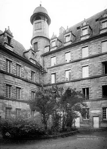 Collège de doctrinaires, actuellement hôtel de ville