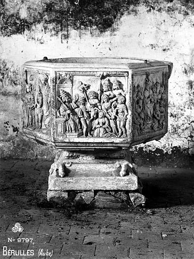 Fonts baptismaux : Baptême de Clovis, Pentecôte, Massacre des Innocents, Baptême du Christ