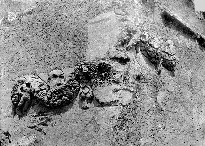 Chapelle, fragment ornementation chapiteau