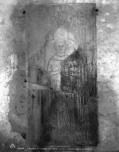 Dalle funéraire de Jean de Chaumes, mort en 1335