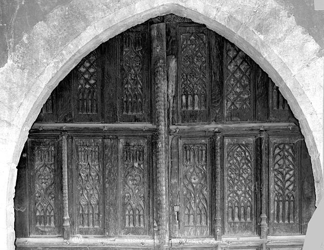 Portail principal : partie supérieure des vantaux de la porte