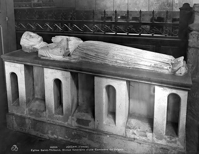 Statue : Une Comtesse de Joigny