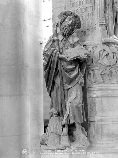 Groupe sculpté en pierre peinte : saint Jacques et un donateur