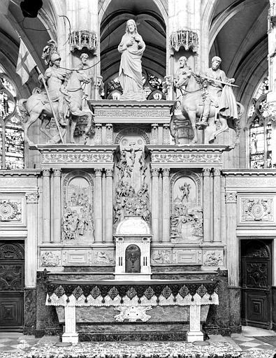 Retable du maître-autel, 3 bas-reliefs : Scènes de la Passion, 2 statues : Saint Florentin, Saint Martin
