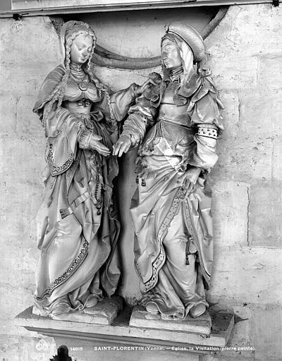 Groupe sculpté en pierre : La Visitation
