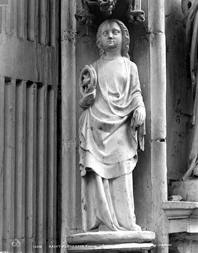 Statuette : Sainte Catherine