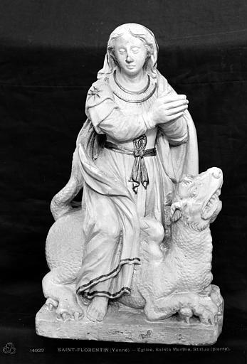 Statue en pierre : Sainte Marthe