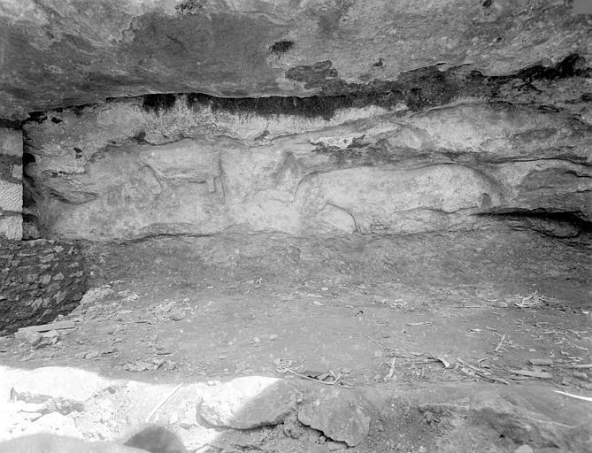Frise sculptée préhistorique