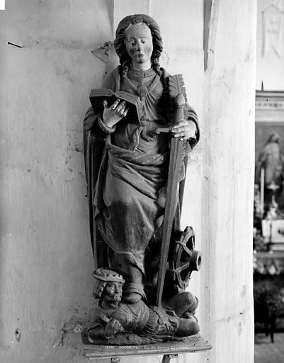 Statue de sainte Catherine