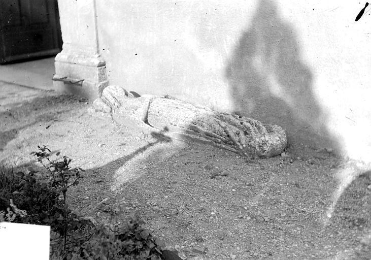 Statue funéraire : gisant