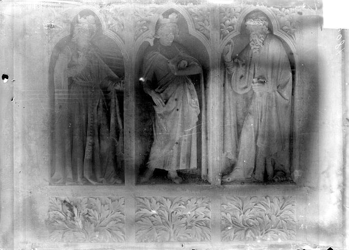 Revers du grand portail de la façade ouest, côté droit, troisième registre