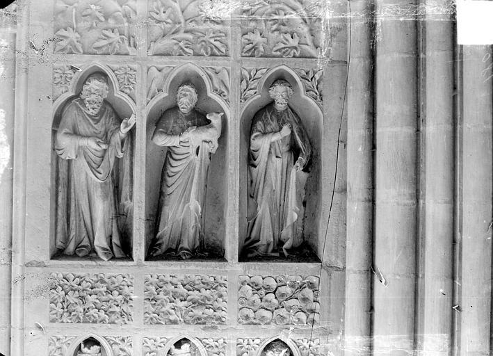 Revers du grand portail de la façade ouest, côté droit, quatrième registre