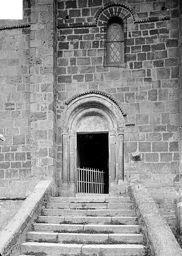 Portail roman de la façade sud