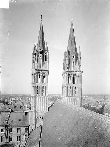 Tours de la façade ouest, prises depuis la tour centrale : vue d'ensemble