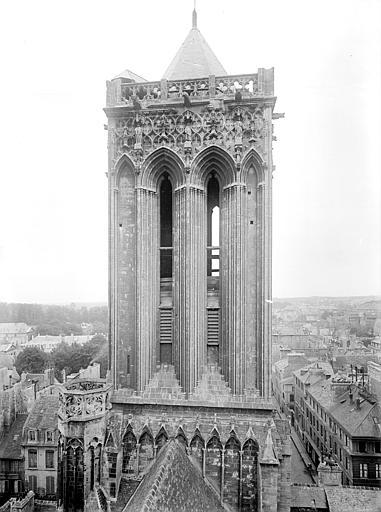 Tour de la façade ouest, prise depuis la tour centrale