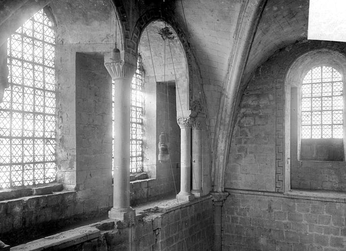 Vue intérieure du transept nord : fenêtres hautes