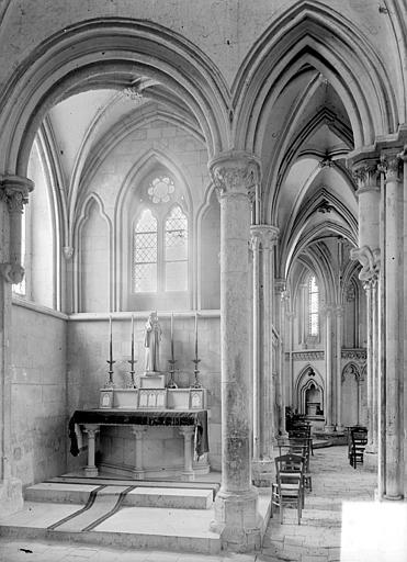 Vue intérieure du transept nord et du déambulatoire