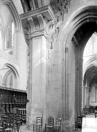 Eglise : pilier du transept