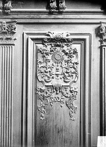 Stalles : panneau sculpté du dorsal