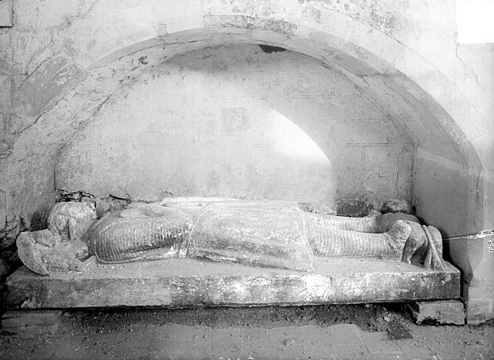 Statue funéraire sous enfeu