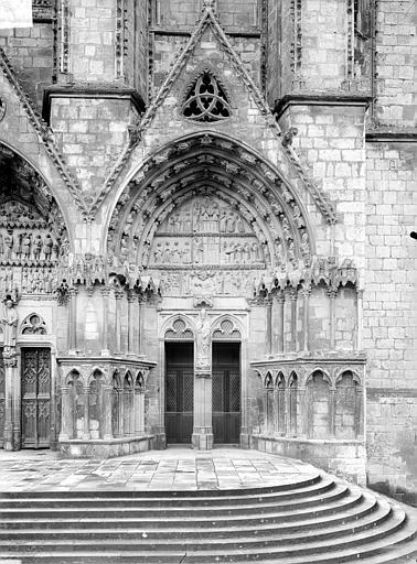 Cinquième portail de la façade ouest : porte saint Ursin
