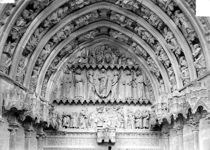 Deuxième portail de la façade ouest : tympan