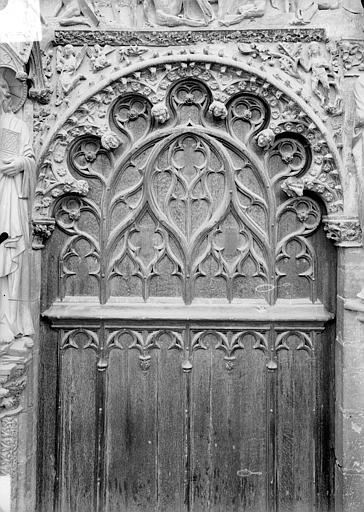 Portail central de la façade ouest : arc de droite, vue d'ensemble