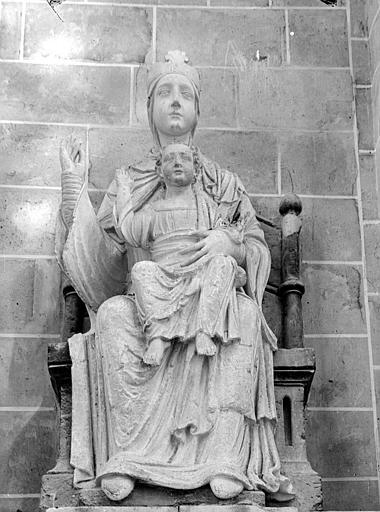 Statue : La Vierge à l'Enfant, assise