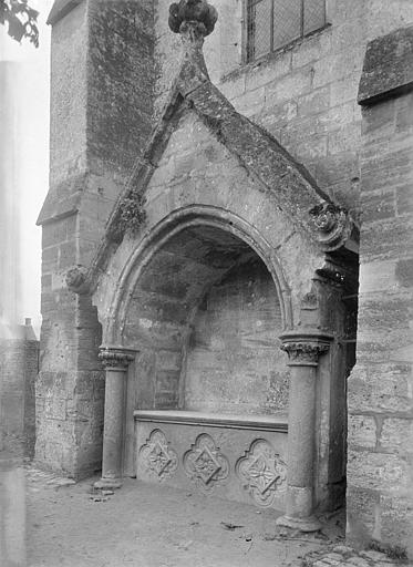 Eglise, façade latérale : enfeu