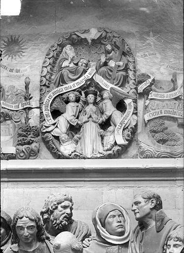 Haut-relief situé au-dessus du groupe sculpté de la Mort de la Vierge : Assomption