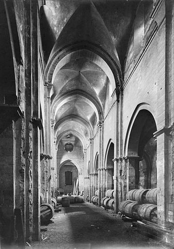Vue intérieure de la nef, vers le choeur