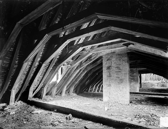 Cellier, bâtiment en retour : charpente