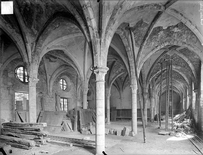 Dortoir des moines bénédictins : vue intérieure du rez-de-chaussée, vers le sud-est
