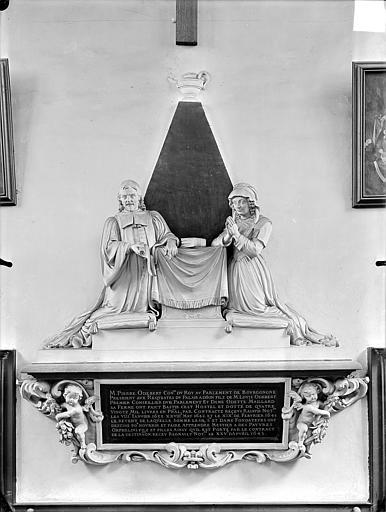 Chapelle Sainte-Anne : Monument commémoratif avec statues de Pierre Odebert, conseiller du Roi, et son épouse Odette Maillard, fondateurs de l'hospice Sainte-Anne