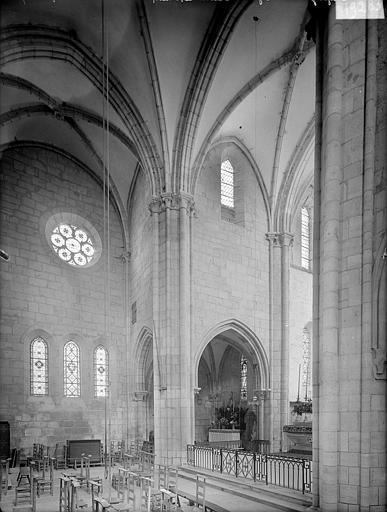 Vue intérieure du transept nord prise du transept sud
