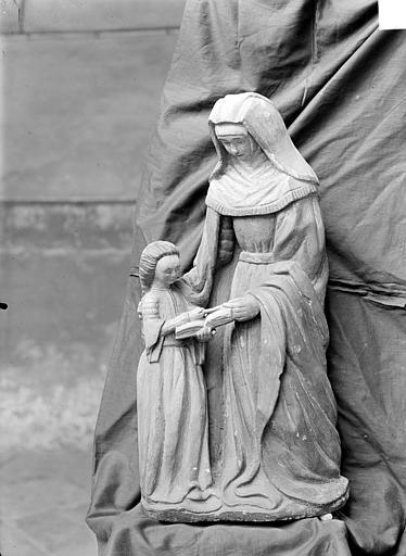 Groupe sculpté : L'Education de la Vierge