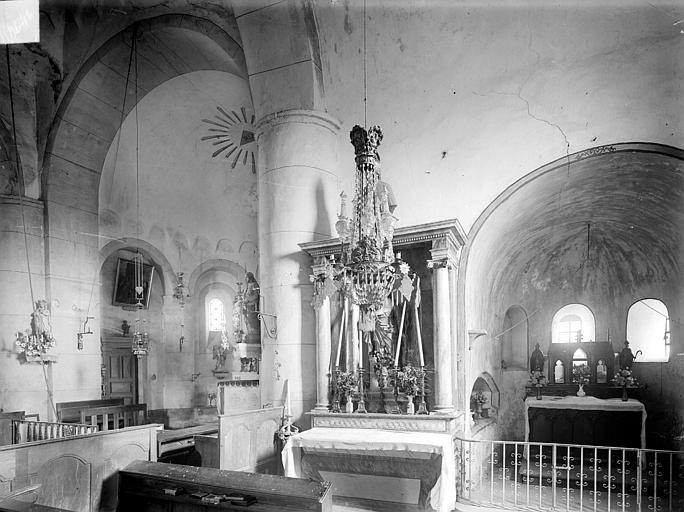 Vue intérieure : Entrée du choeur et chapelle absidale sud