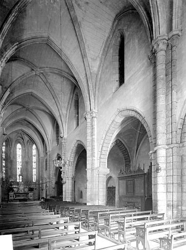 Vue intérieure de la nef, vers le sud-est