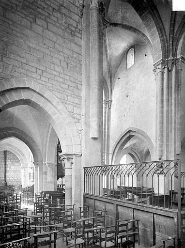 Vue intérieure du bas-côté sud et du transept