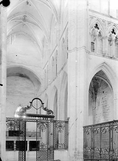 Vue intérieure de la croisée du transept