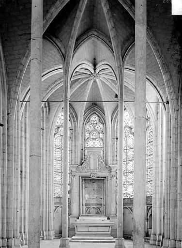 Vue intérieure d'une chapelle absidale