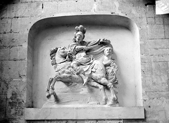 Haut-relief, saint Martin. Staue en haut-relief : saint Martin