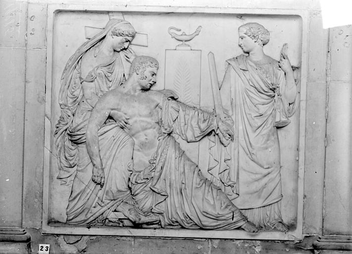 Monument funéraire en marbre du Duc de Berry, mort en 1852 : bas-relief