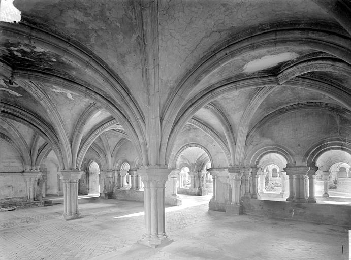 Salle capitulaire : Vue intérieure vers le sud-ouest